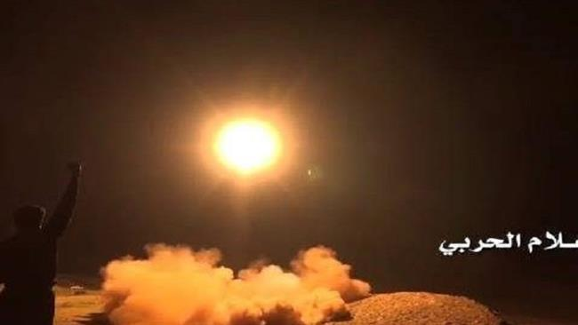 Photo of Yemeni forces fire ballistic missile at zionist Saud's Abha airport
