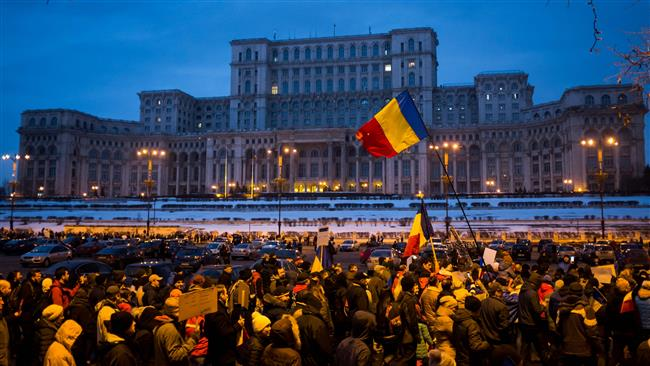 Photo of Romanians hold mass rally to demand resignation of government