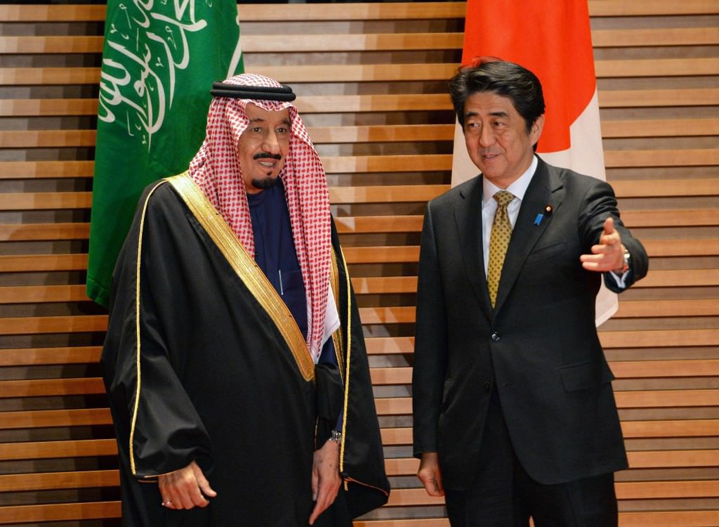 Photo of Video- Idiot Saudi King with Japan PM