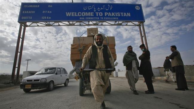 Photo of Pakistan building fence along Afghanistan border