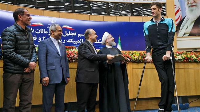 Photo of Iranian president honors 2016 Olympics, Paralympics medalists