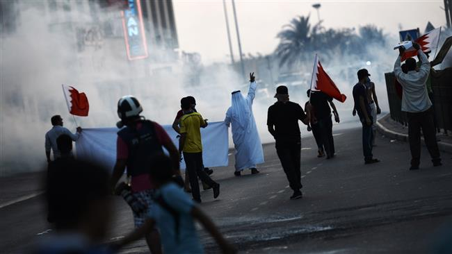 Photo of Zionist Bahraini regime forces attack protesters