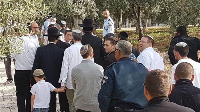 Photo of Hundreds of zionist settlers, extremists attack al-Aqsa Mosque
