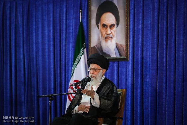 Photo of Leader of Islamic Ummah Imam Ali Khamenei: Being Revolutionary means resistance against powers