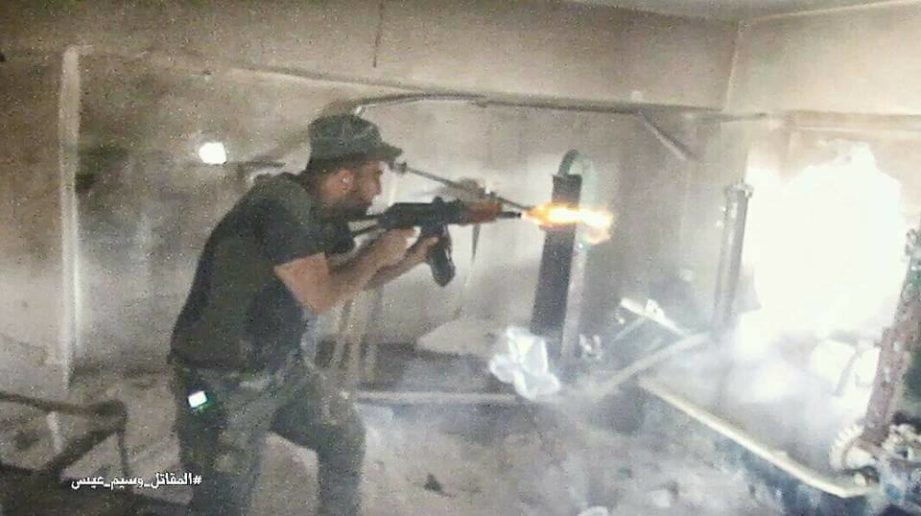 Photo of Powerful images of Syrian Army troops storming militant strongpoint in east Damascus