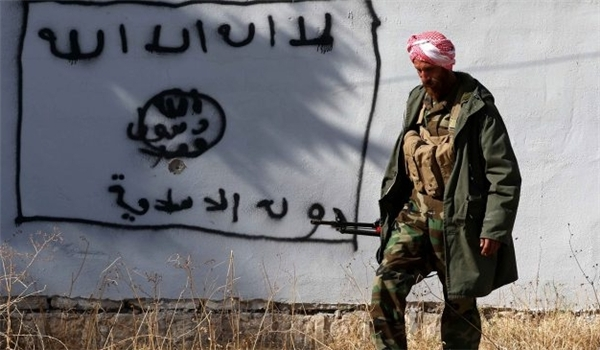 Photo of Foreign Commanders of ISIL Paying $20,000 to Human Traffickers While Fleeing Iraq