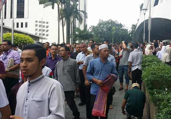 Photo of Photos- Malaysians Protest Israel's Al-Aqsa Security Measures in Front of US Embassy