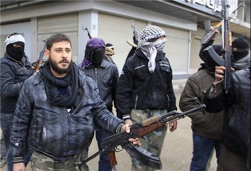 Photo of Great Satan US Seeking to Establish FSA Front in Southern Hasaka to Spread towards Deir Ezzur