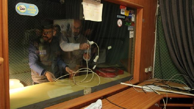 Photo of Gangster zionist forces shut down Palestinian radio station in overnight raid