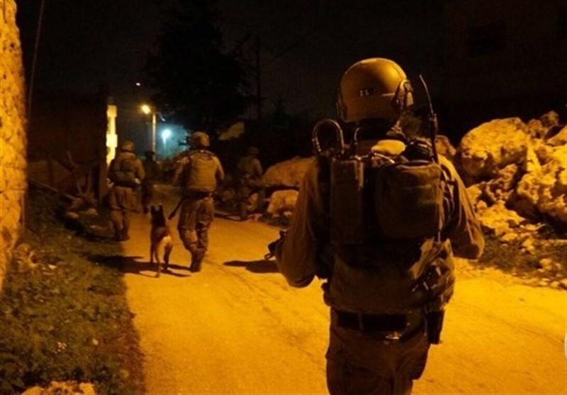 Photo of Zionist Forces Detain 13 Palestinians West Bank