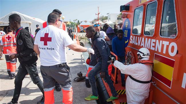Photo of Nearly 70 migrants hurt crossing Spanish border
