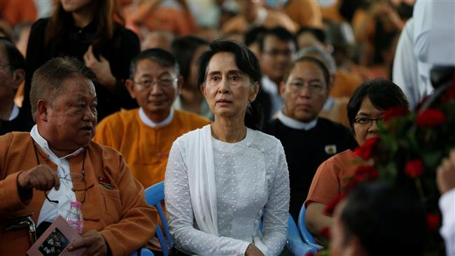Photo of Myanmar leader, fighter exchange accusations amid rise in Rakhine violence