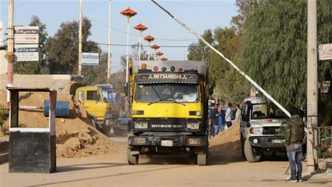 Photo of 40-truck aid convoy enters Syria's troubled Dayr al-Zawr