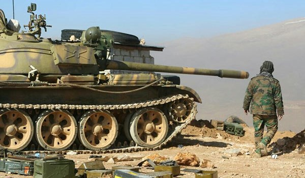 Photo of Syrian Troops Deploy at Al-Amr Oilfield in Eastern Deir Ezzur
