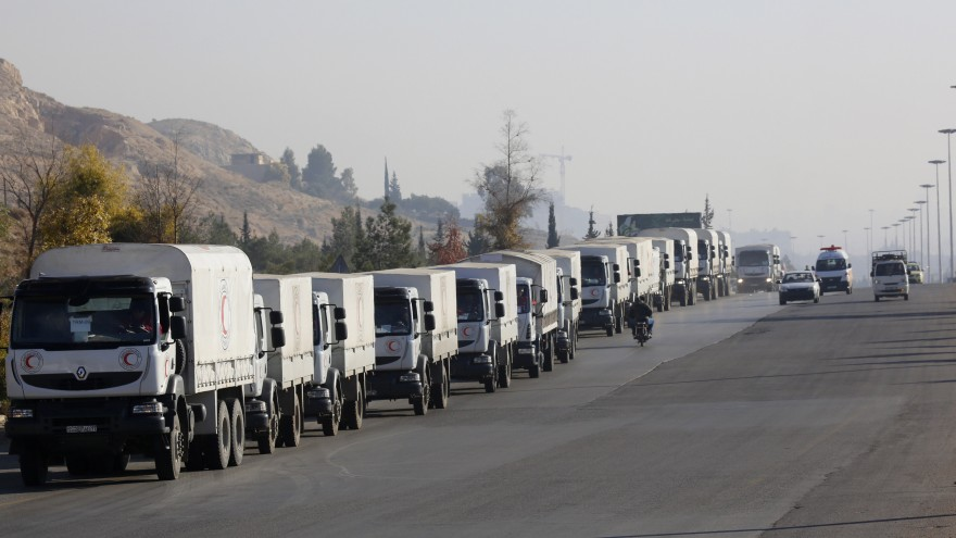 Photo of Great Satan US-backed terrorists steal two humanitarian aid convoys in Syria