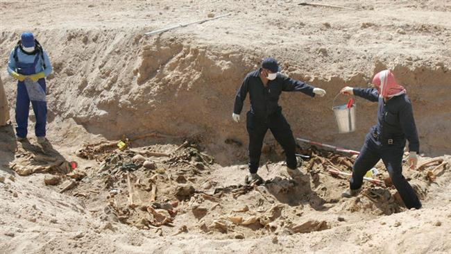 Photo of Iraqi army forces find Daesh mass grave west of Ramadi