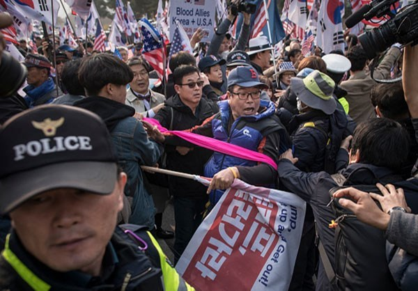 Photo of Photos- S. Korean Protesters Burn US Flags during Rally against Trump