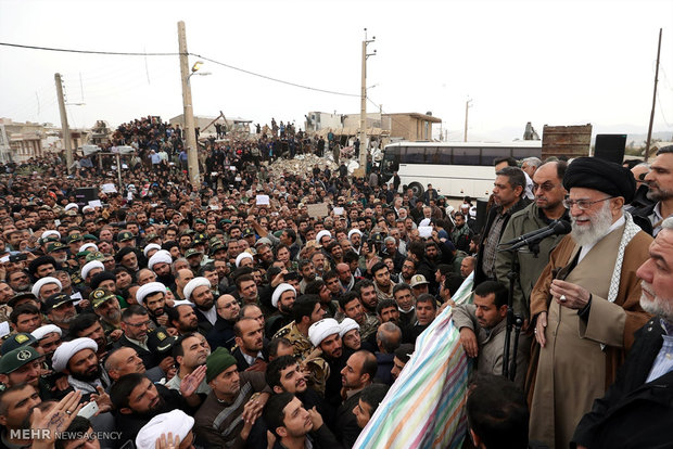 Photo of Leader of Islamic Umah and Oppressed Imam Ali Khamenei: 'The brave face disasters heroically to defeat them'