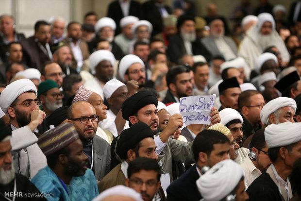 Photo of PHOTOS: Leader of Islamic Ummah and Oppressed Imam Khamenei receives participants at Ahl al-Bayt world summit