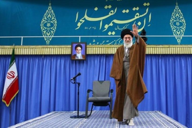 Photo of Leader of Islamic Ummah Sayyed Imam Ali Khamenei receives Basij commanders, forces