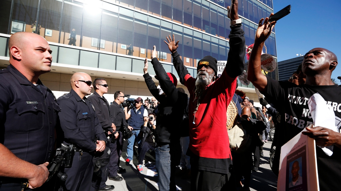 Photo of Americans mourn fatal police shooting of unarmed man in California