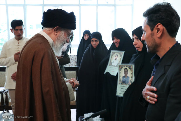 Photo of PHOTOS: Leader Hazrat Imam Khamenei receives families of martyred police officers