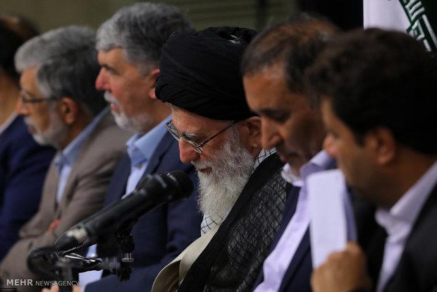 Photo of PHOTOS: Leader of Islamic Ummah and Oppressed Imam Ali Khamenei receives poets on Imam Hassan's birth anniv.