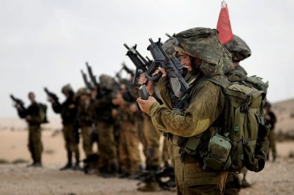 Photo of Panicked zionist Army sends thousands of reinforcements to borders of Gaza Strip and West Bank