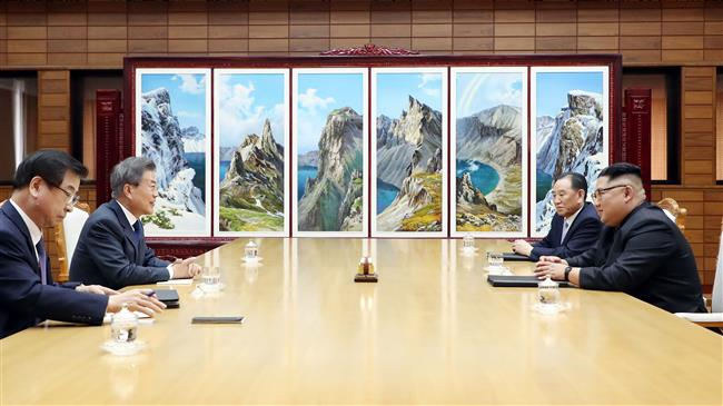 Photo of South, North Korean leaders meet to discuss possible Kim-Trump summit