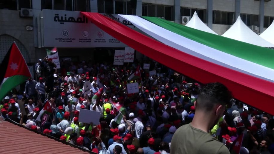 Photo of Thousands of Jordanians continue protesting against tax hikes