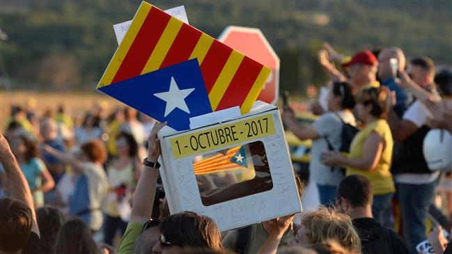 Photo of Protesters demand release of Catalan leaders after prison transfer