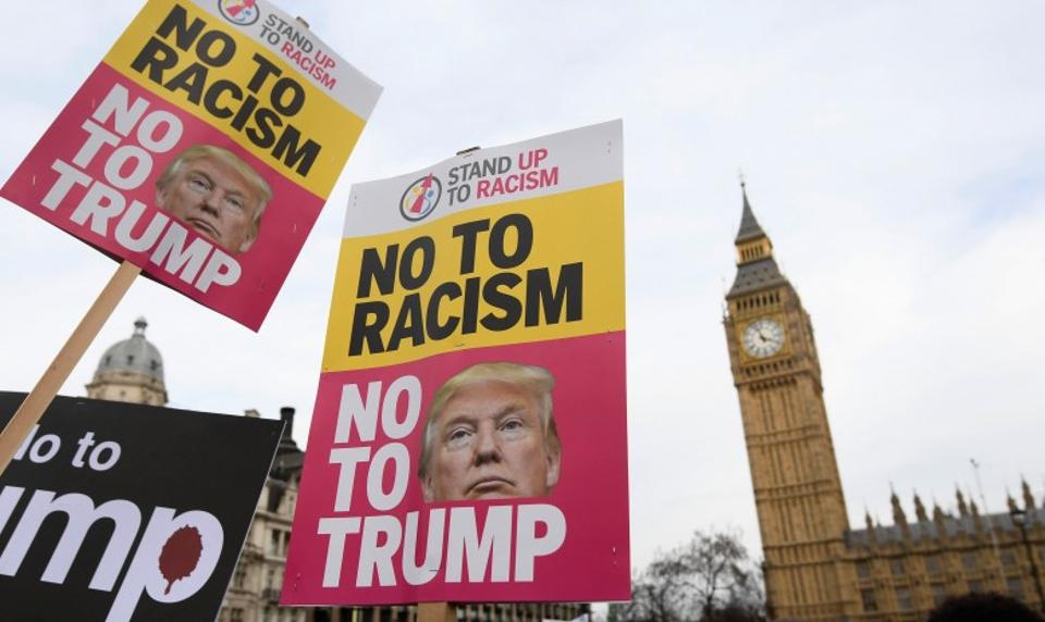 Photo of Protesters prepare for US President Donald Trump's visit to Britain