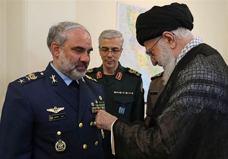 Photo of Leader of Islamic Ummah and Oppressed Imam Ali Khamenei Awards 'Medal of Victory' to Iran's Former Air Force Commander