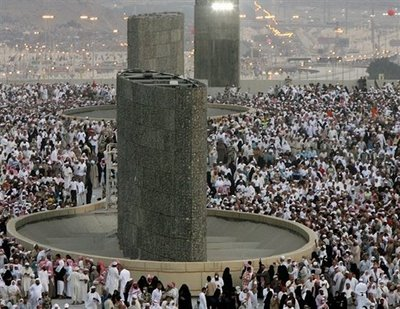 Photo of Qatar says Saudi Regime barring its citizens from Hajj