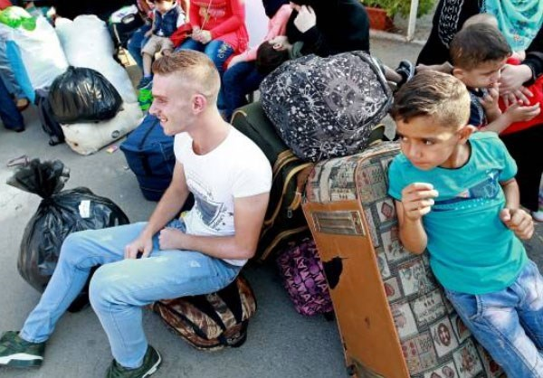 Photo of Photos- Hundreds of Syrian Refugees Return Home from Lebanon