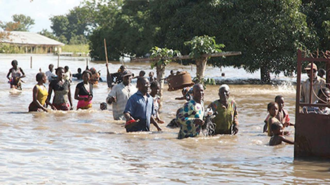 Photo of 100 killed in severe flooding across 10 states in Nigeria