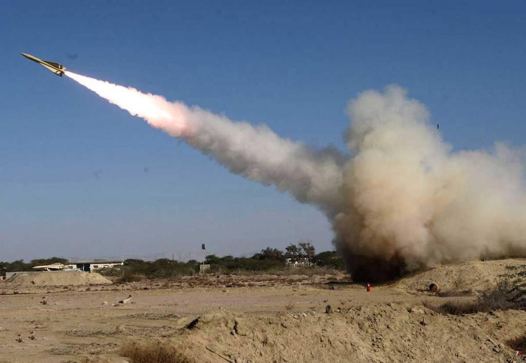Photo of Yemeni missile targets Saudi Aramco oil facility in Jizan