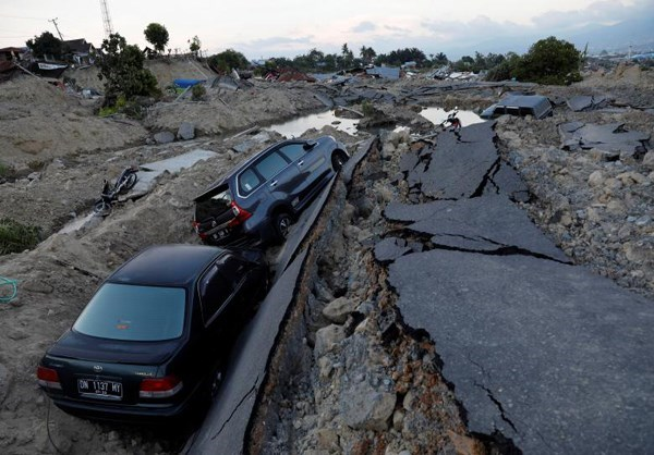 Photo of Indonesia Tsunami: Crisis Worsens As Aid Struggles to Reach Island