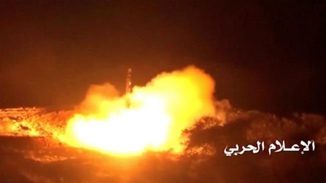 Photo of Yemeni missile hits gathering of Saudi-backed forces