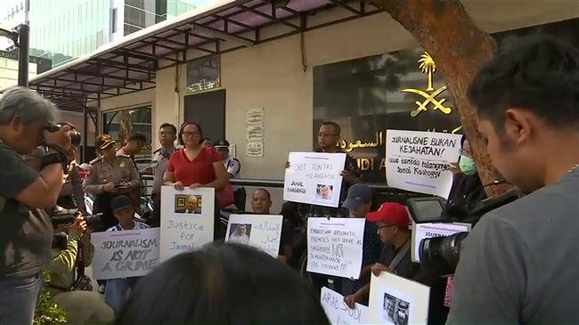 Photo of Jakarta journalists rally in front of the Saudi embassy over Khashoggi case
