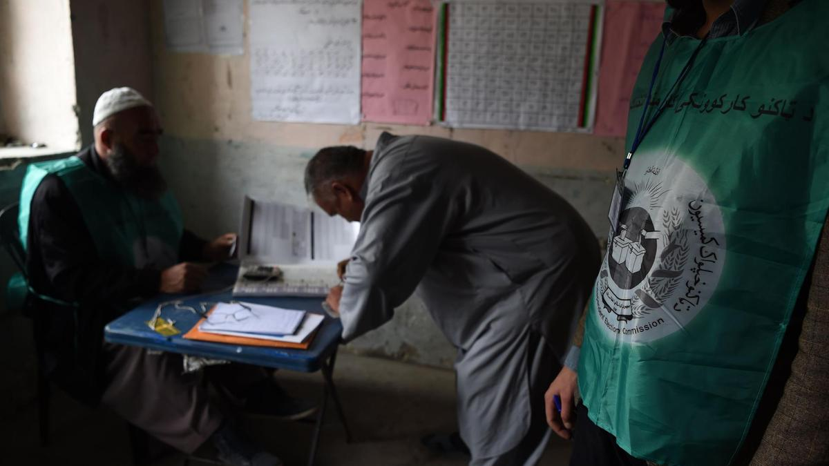 Photo of Afghanistan: Polling extended after delays and violence