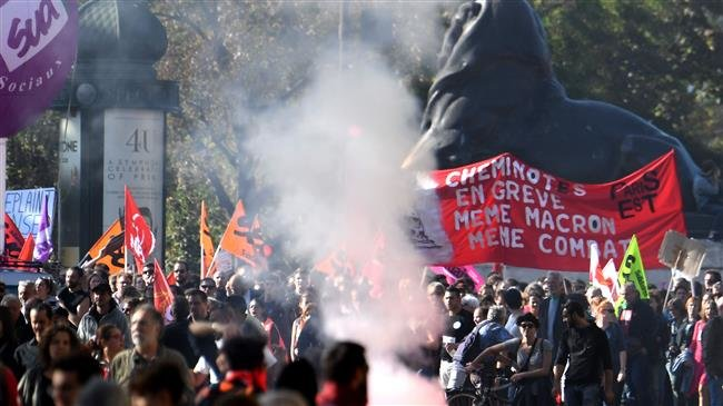 Photo of Clashes erupt at anti-government rally in Paris