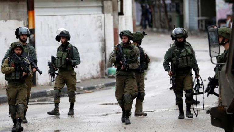 Photo of Zionist Occupation Forces Arrests 21 Palestinians in West Bank