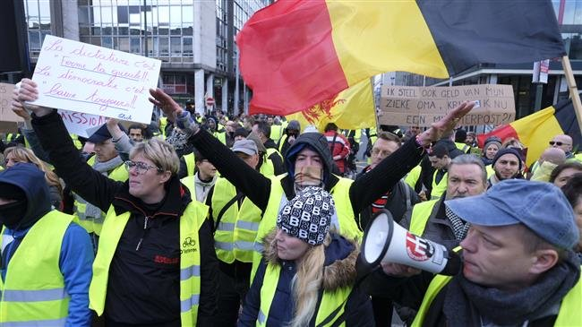 Photo of Hundreds of 'yellow vest' protesters converge in Belgium