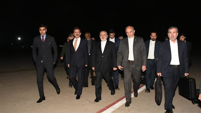 Photo of Zarif in Pakistan to pursue fate of abducted Iranian forces