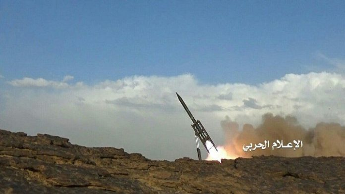 Photo of Yemeni Forces Fire Ballistic Missile on Aggression Gatherings in Naham