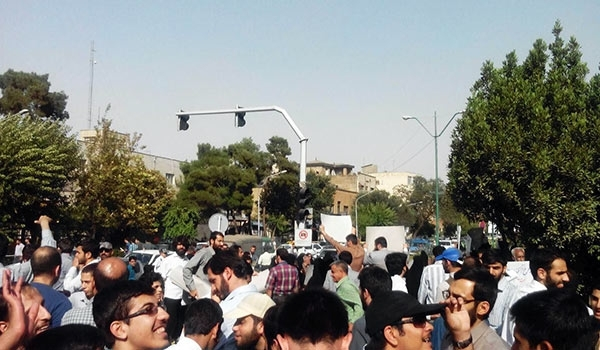 Photo of Iranian Students Stage Protest Rally in Front of French Embassy
