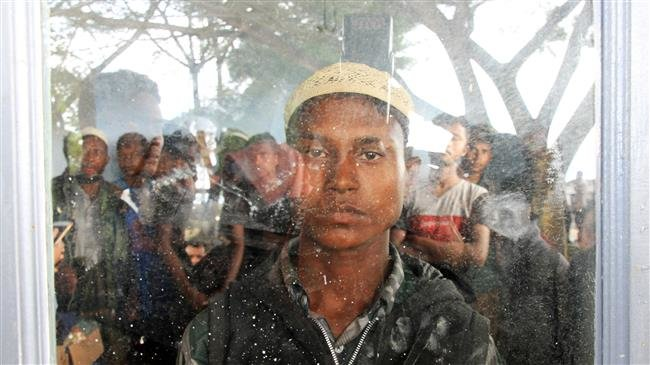 Photo of 20 Rohingya Muslims fleeing persecution reach Indonesia