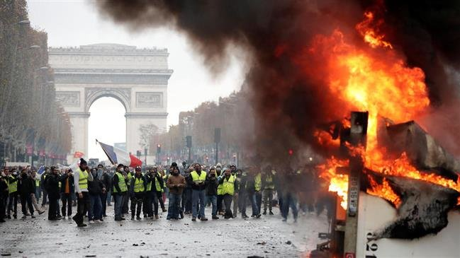 Photo of France mulls state of emergency amid escalating protests