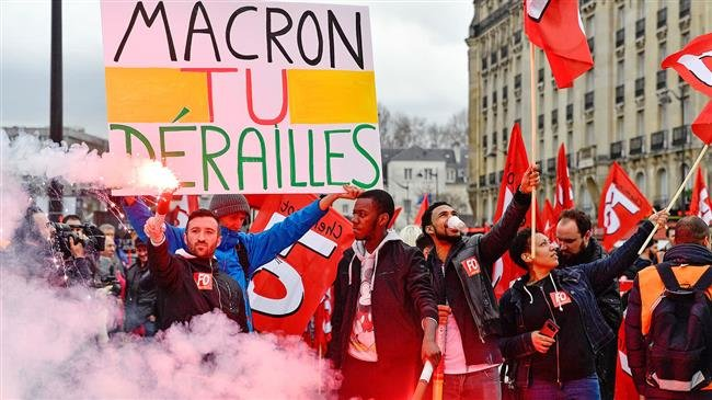 Photo of France mulls state of emergency as protests escalate